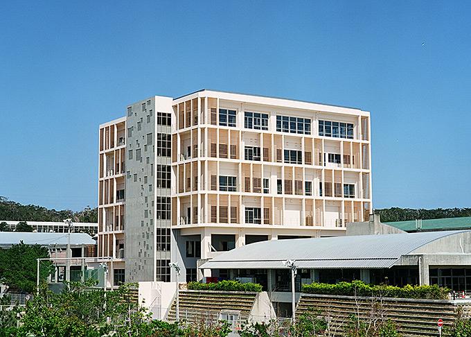 名桜大学 新校舎「SAKURAUM」