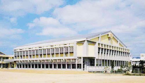 名護市立東江中学校・体育館